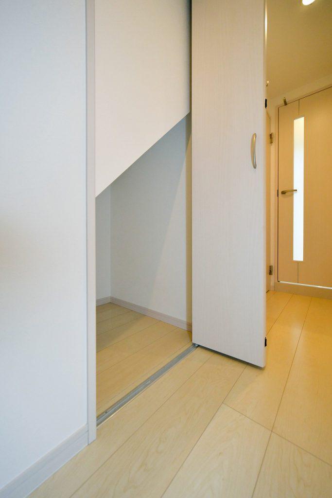 前回施工例:賃貸部分階段下収納