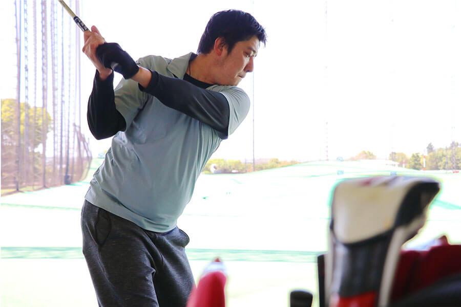 早川将司ゴルフシーン画像