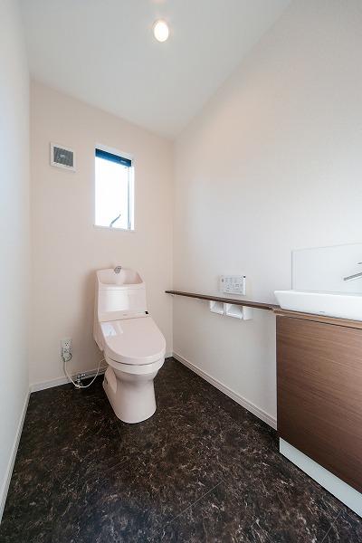 前回施工例:オーナー様部分トイレ